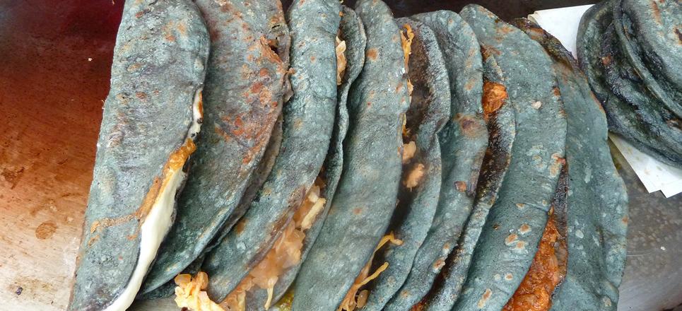 Quesadillas de maíz azul